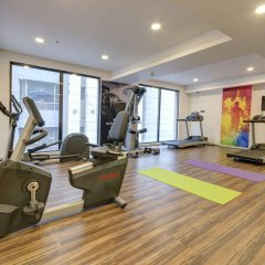 Отель Holiday Inn Kolkata Airport фитнесс-зал фото 2