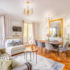 Отель Sunshine 2 bedroom - Luxury at Louvre Париж фото 13