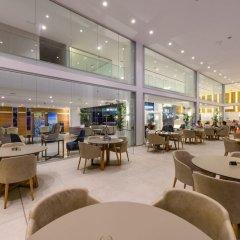 Отель Tasia Maris Seasons Hotel - Adults Only Кипр, Айя-Напа - 1 отзыв об отеле, цены и фото номеров - забронировать отель Tasia Maris Seasons Hotel - Adults Only онлайн интерьер отеля