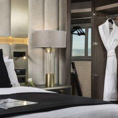 Отель The Level at Melia Castilla сейф в номере