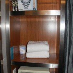 Отель Aloft Beijing, Haidian сейф в номере