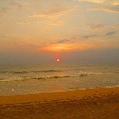 Отель Oasey Beach Resort Шри-Ланка, Бентота - отзывы, цены и фото номеров - забронировать отель Oasey Beach Resort онлайн пляж