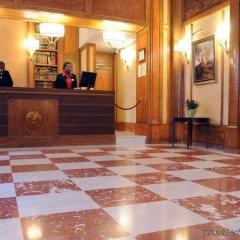 Отель L'Echiquier Opéra Paris MGallery by Sofitel Франция, Париж - 8 отзывов об отеле, цены и фото номеров - забронировать отель L'Echiquier Opéra Paris MGallery by Sofitel онлайн интерьер отеля