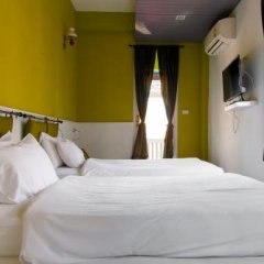 Arom D Hostel Бангкок сейф в номере