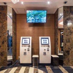 Отель APA Hotel Asakusabashi-Ekikita Япония, Токио - 1 отзыв об отеле, цены и фото номеров - забронировать отель APA Hotel Asakusabashi-Ekikita онлайн банкомат