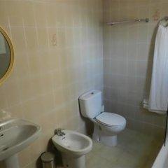 Отель Hostal El Castell Испания, Калафель - отзывы, цены и фото номеров - забронировать отель Hostal El Castell онлайн ванная