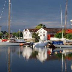 Отель Ibsens B&B Норвегия, Гримстад - отзывы, цены и фото номеров - забронировать отель Ibsens B&B онлайн приотельная территория фото 2