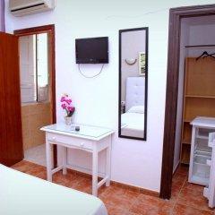 Отель Hostal Los Montes удобства в номере