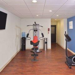 Отель Comfort Suites East фитнесс-зал фото 2