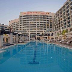 Отель Crowne Plaza Abu Dhabi Yas Island бассейн