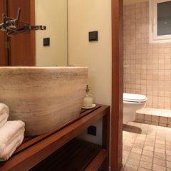 Отель Elegant And Cozy Central Apt • 5' To Athens Metro St Афины ванная