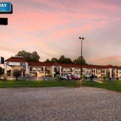 Отель Rodeway Inn Meridian спортивное сооружение