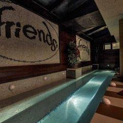 Отель Friends Annex бассейн