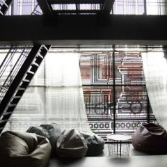 Issara by d Hostel интерьер отеля фото 4