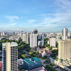 Отель YOTEL Singapore Orchard Road Сингапур балкон