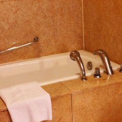 Отель Holiday Inn Xi'an Greenland Century City Китай, Сиань - отзывы, цены и фото номеров - забронировать отель Holiday Inn Xi'an Greenland Century City онлайн ванная фото 2