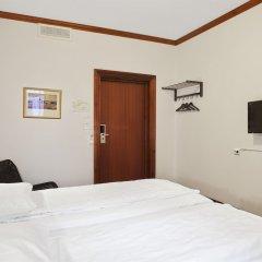 Отель P-HOTELS Осло сейф в номере