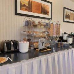 Отель Travelodge Calgary Macleod Trail Канада, Калгари - отзывы, цены и фото номеров - забронировать отель Travelodge Calgary Macleod Trail онлайн питание