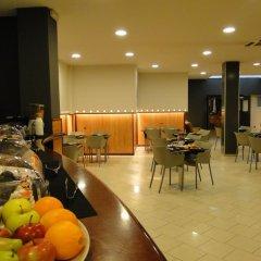Отель Hostal Lami Испания, Эсплугес-де-Льобрегат - 5 отзывов об отеле, цены и фото номеров - забронировать отель Hostal Lami онлайн питание фото 2