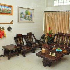 Отель Golden Kinnara Hotel Мьянма, Лашио - отзывы, цены и фото номеров - забронировать отель Golden Kinnara Hotel онлайн интерьер отеля
