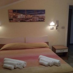Hotel Carmen Viserba Римини сейф в номере
