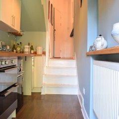 Отель Beautiful, Bright 1-bedroom Home With Garden в номере