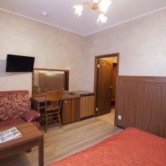 Гостиница Регина 3* Стандартный номер с двуспальной кроватью фото 9
