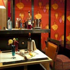 Отель Le Cardinal Париж гостиничный бар