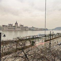 Отель Stunning View Of Parliament And Bridge Будапешт приотельная территория