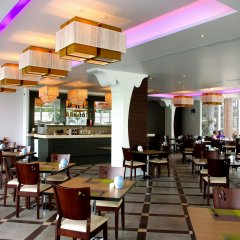 Aiyara Grand Hotel гостиничный бар
