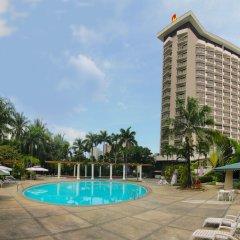 Отель Century Park Hotel Филиппины, Манила - отзывы, цены и фото номеров - забронировать отель Century Park Hotel онлайн бассейн фото 2