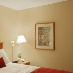 Отель Holiday Inn Ottawa East Канада, Оттава - отзывы, цены и фото номеров - забронировать отель Holiday Inn Ottawa East онлайн сейф в номере