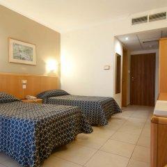 Отель Qawra Palace Каура комната для гостей