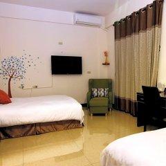 Отель Travel Bird Bed and Breakfast сейф в номере