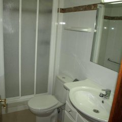Отель Apartamentos AR Isern Испания, Бланес - отзывы, цены и фото номеров - забронировать отель Apartamentos AR Isern онлайн ванная
