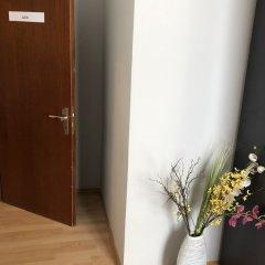 Отель Ferienwohnung Bankwitz Кёльн сейф в номере