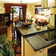 Апартаменты Regency Country Club, Apartments Suites в номере