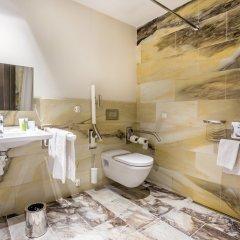 Отель The Emblem Hotel Чехия, Прага - 3 отзыва об отеле, цены и фото номеров - забронировать отель The Emblem Hotel онлайн ванная