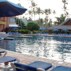 Отель Impressive Resort & Spa бассейн