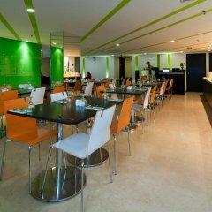 Отель Citin Masjid Jamek by Compass Hospitality Малайзия, Куала-Лумпур - 2 отзыва об отеле, цены и фото номеров - забронировать отель Citin Masjid Jamek by Compass Hospitality онлайн питание фото 3