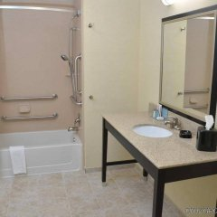Отель Hampton Inn & Suites Sharon, PA ванная