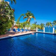 Отель Playa Conchas Chinas Пуэрто-Вальярта бассейн
