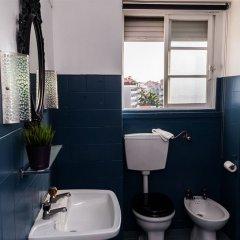Отель V Dinastia Lisbon Guesthouse Португалия, Лиссабон - 1 отзыв об отеле, цены и фото номеров - забронировать отель V Dinastia Lisbon Guesthouse онлайн ванная
