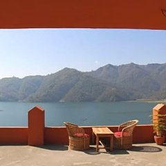 Отель Nar-Bish Hotel Непал, Покхара - отзывы, цены и фото номеров - забронировать отель Nar-Bish Hotel онлайн приотельная территория фото 2