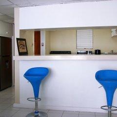 Отель Skyclub Beach Suite at Mobay Club Ямайка, Монтего-Бей - отзывы, цены и фото номеров - забронировать отель Skyclub Beach Suite at Mobay Club онлайн гостиничный бар