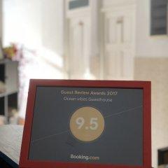 Отель Ocean Vibes Guesthouse Хураа сейф в номере
