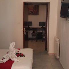 Отель Friend House в номере фото 2