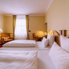 Grand Excelsior Hotel München Airport сейф в номере