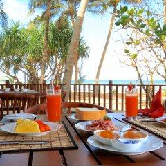 Отель Whispering Palms Hotel Шри-Ланка, Бентота - отзывы, цены и фото номеров - забронировать отель Whispering Palms Hotel онлайн питание фото 2