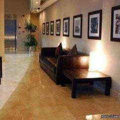 Отель Golden Tulip Suites Dubai интерьер отеля